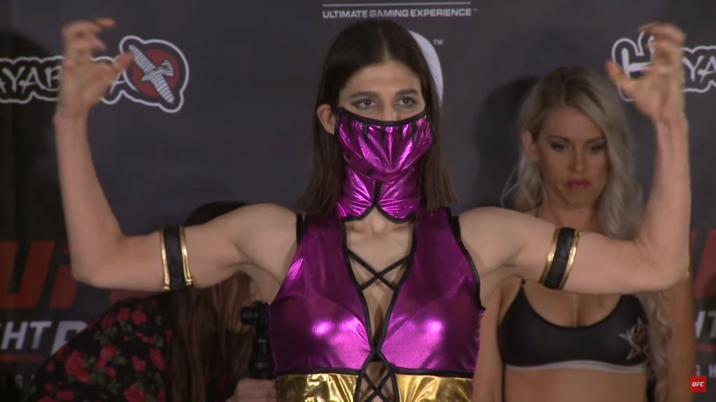 invicta_fc_16_cosplay_weighin3